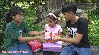 Đi Tìm Những Chiếc Hộp Bí Mật Giấu Rất Nhiều Đồ Chơi Cho Bé - Trò Chơi Vui - MN Toys Family Vlogs