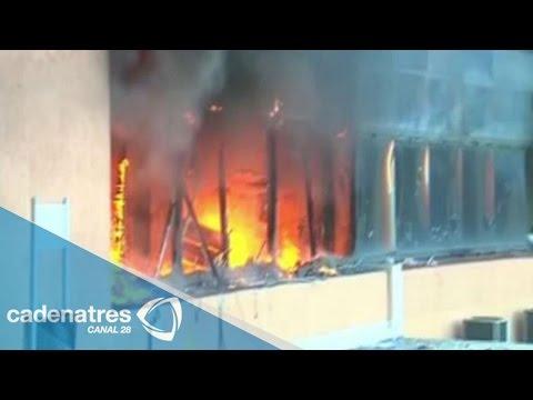Presuntos estudiantes queman edificio del gobierno en Chilpancingo