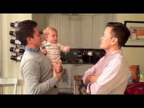 Un bebé vio al gemelo de su padre y se confundió
