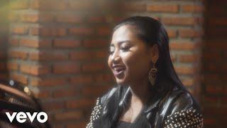 download lagu Maria Simorangkir - Yang Terbaik (Official Lyric Video) gratis
