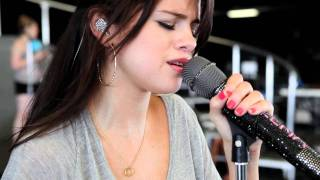 Клип Selena Gomez - Middle Of Nowhere