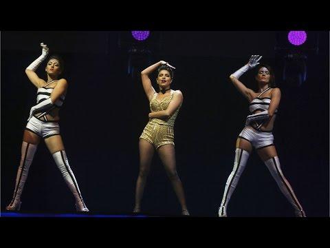 IIFA Awards 2016: Priyanka Chopra OWNS The Stage With Her Sensuous Singing!