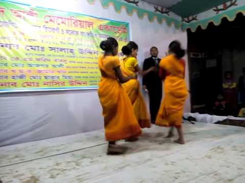 Moyna Cholat Cholat Stage Perfom video