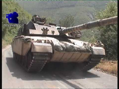 KOSOVO 1999: militari italiani KFOR viaggiano verso Pec