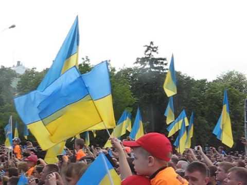 Гравці збірної України виходять на сцену
