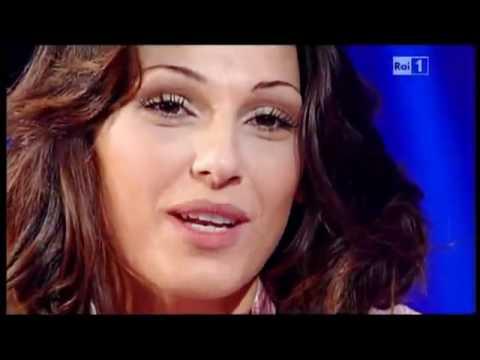 Anna Tatangelo ospite se..a casa di Paola Perego 10-03-2011 3/3