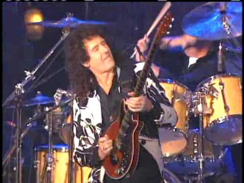 Queen perform Inductions 2001