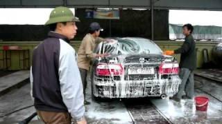 rua xe bằng máy phun nước áp lực cao