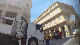 Arriving in Old Havana in Cuba - Llegando a Havana Vieja en Cuba