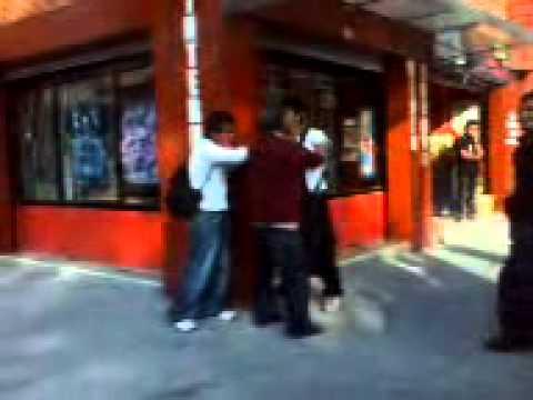 Ratero es golpeado por un hombre en Av. Felipe Carrillo Puerto, México, D. F.
