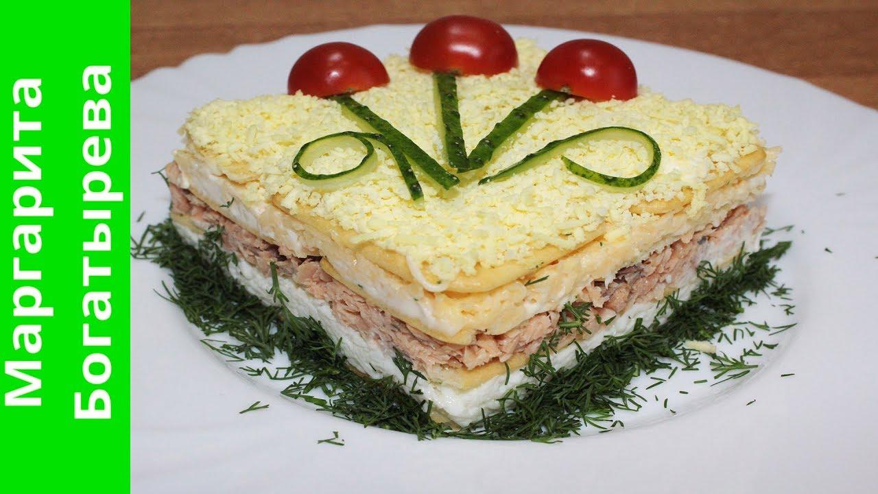 Салат с крекером и консервой