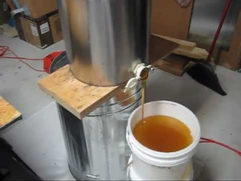 Beekeeping  Harvesting &amp  Extracting 108 Lbs Of Raw Organic Honey