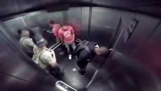 Bị tào tháo đuổi trong thang máy... Cười đau cả ruột