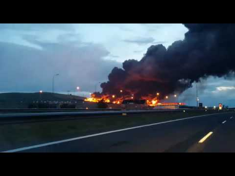 Al estilo Springfield: se incendia un depósito de neumáticos en España
