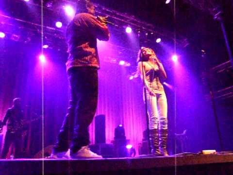 Doddie Latuharhary Ft. Asnat Ferdinandus - Tapisah (live At 013, Tilburg, The Netherlands) video