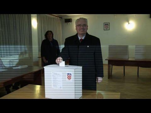 Struggling Croatia holds tight presidential run-off
