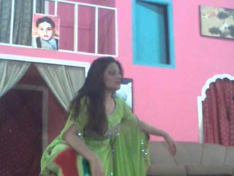 Sexy Mujra Of Faryaal Khan video
