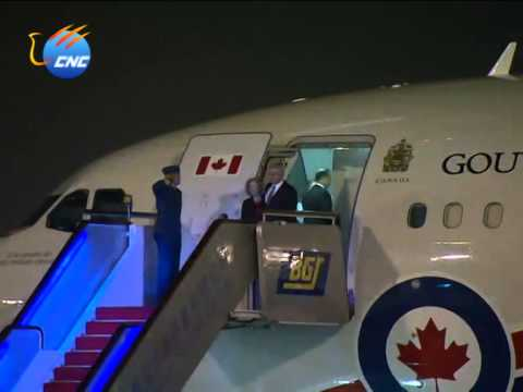 APEC: Canadian Prime Minister Stephen Harper arrives in Beijing 加拿大总理哈珀抵达北京
