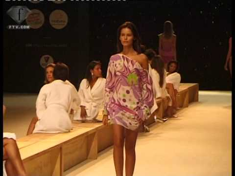 fashiontv | FTV.com - ROSA CHA FEM AH 2004/2005 Video