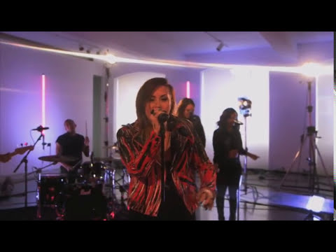 Demi Lovato - Neon Lights (Live)