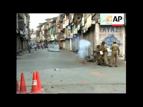 Police fire tear gas at Muslim protesters in Srinagar
