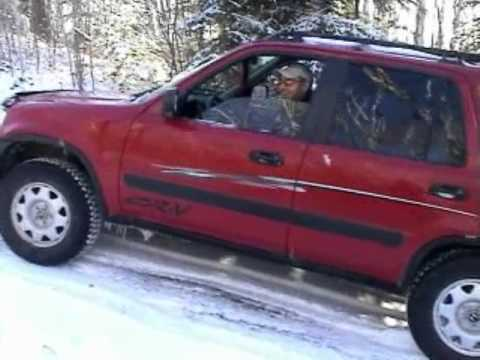 Traction test on icy road with an Honda CRV 2000 manual ...