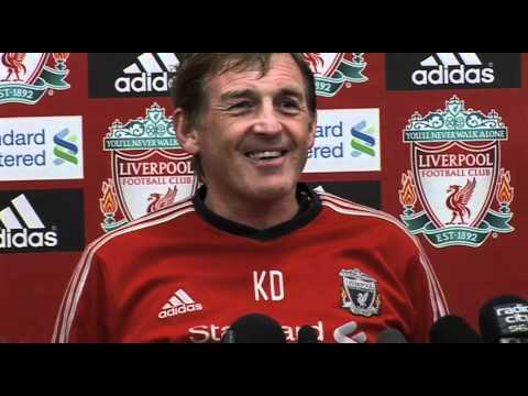 Funny clip as lights go as Kenny Dalglish discusses new Liverpool signings | Premier League 2011