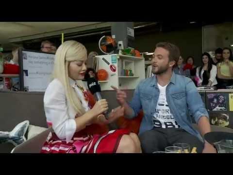Rita Ora spricht Albanisch mit ihren Fans (6/11)