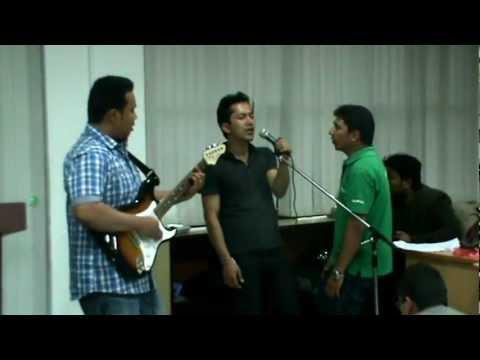 Din Tyo Pani Thiyo video