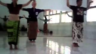 UTS Teknik Tari, Tari Sigeh Penguten by Mahasiswa Prodi Pend. Sendratasik Universitas Lampung 2013