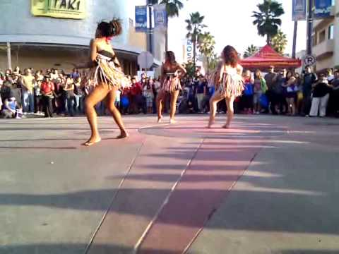 Sexy African dancing girls in Long Beach