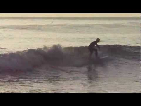 Surfer twists his shortboard around