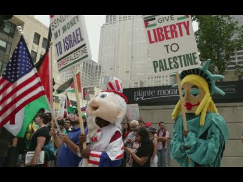 RAW: Pro-Israel & pro-Palestine protesters face off in US