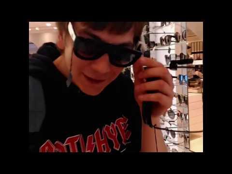 Гнойный покупает очки Gucci в Санкт Петербурге