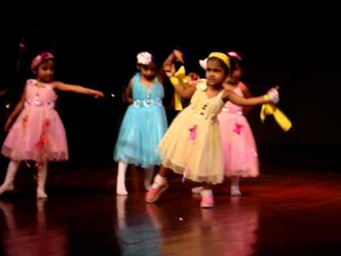 Ashwikas first stage performance - Dil hai Chota sa... choti...