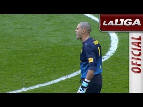 Tarjeta roja a Víctor Valdés por protestar al final del partido