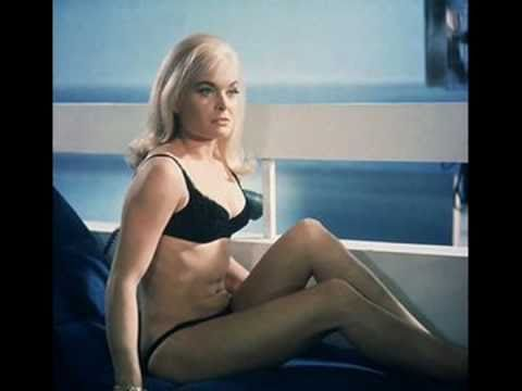 Shirley Bassey - Goldfinger James Bond Theme Song HD