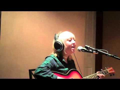 Louise Connor singing live on Unsigned Wednesday.
