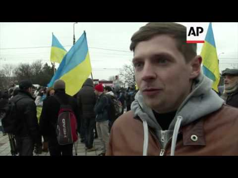 Anti-Russia protesters react to moves by Crimea to become independent state