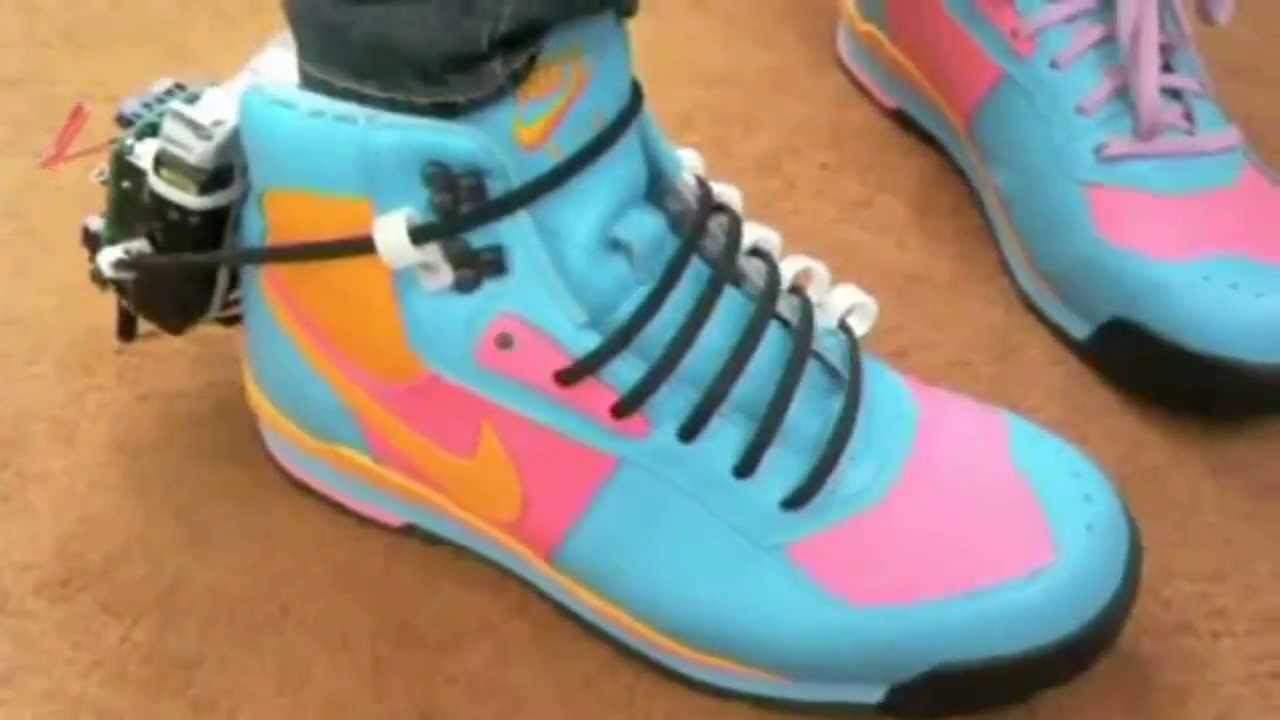 shoes that can tie themselves