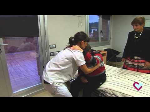 Cambios posturales. De la cama a la silla (Hospital Aita Menni)