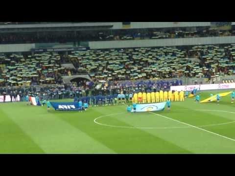 67,700 человек поют Гимн Украины. Начало матча Украина - Франция.