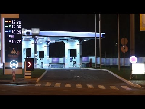 Gas station timelapse night cars drive in petrol prices gasoline. Stock Footage