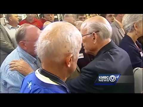 John McCain hits Kansas to boost Roberts campaign