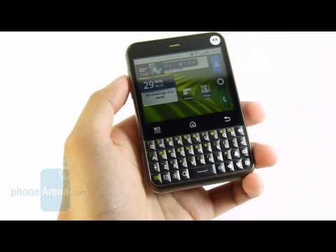 Video: Motorola CHARM Review