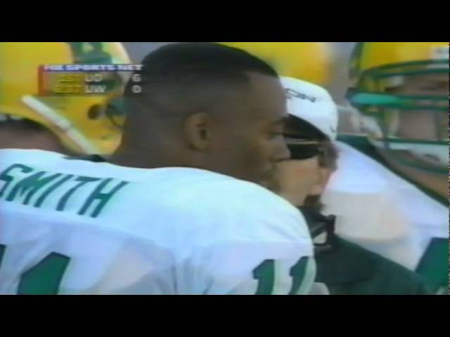 Oregon QB Akili SMith avoids a sack and throws to TE AJ Jelks for a TD vs. UW 11-08-97