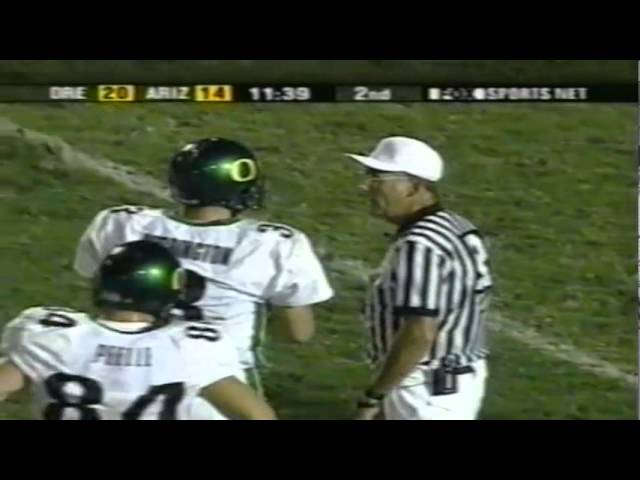 Oregon QB Joey Harrington rushes for another touchdown vs. Arizona 10-06-01