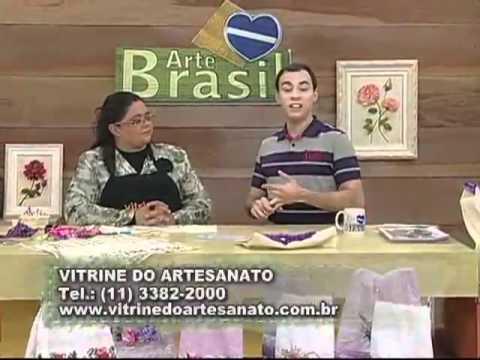 Bolsa bordada com coração de fitas por Valéria Soares