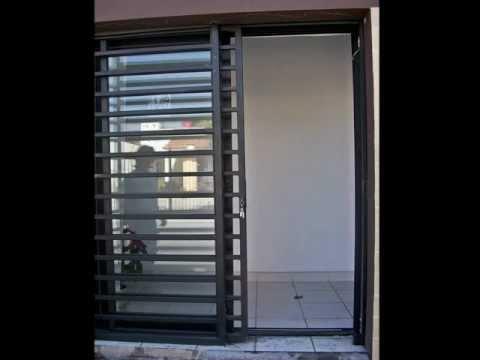 Protecci n minimalista instalado en un negocio ibowbow for Casa moderna minimalista 6 00 m x 12 50 m 220 m2