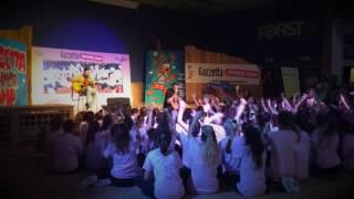 Michele Bravi canta insieme a tutti i ragazzi del My Idol Camp